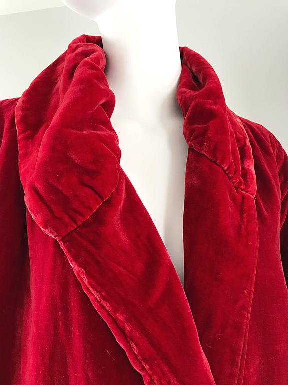 1920s Silk Velvet Blood Red Vintage 20s Luxurious Opera Flapper Jacket Coat In Excellent Condition For Sale In San Francisco, CA