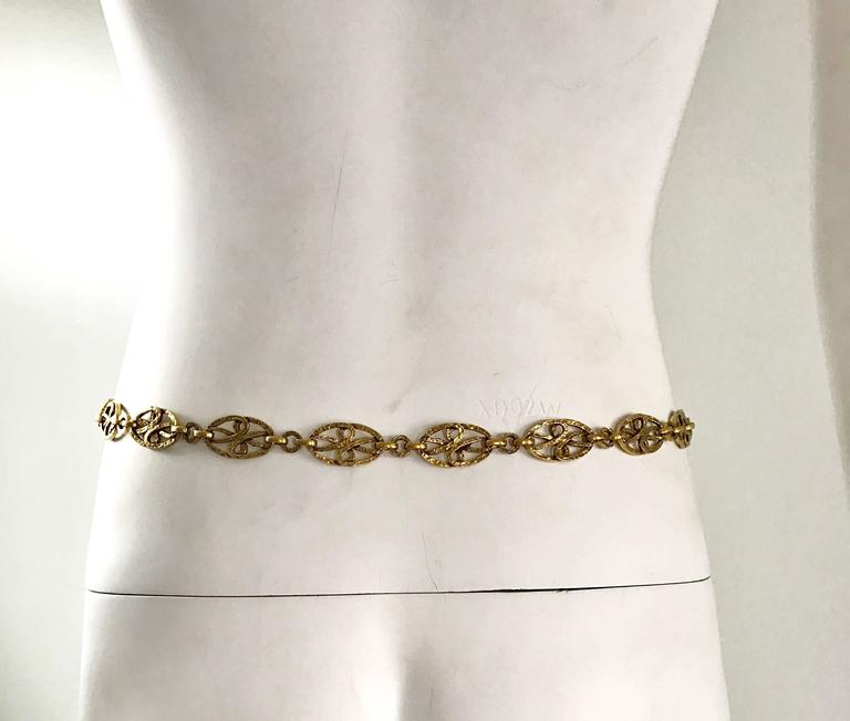 Rare 1970s Yves Saint Laurent Gold Meadillion YSL Vintage Chain Belt or Necklace For Sale 3