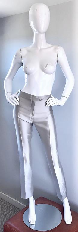 Amazing vintage early 90s (never worn) OSCAR DE LA RENTA high waisted silver metallic silk cigarette trousers! Super flattering high waisted fit, with slim, slightly cropped tailored legs. Two mock pockets on the rear. Such a wonderful fit that