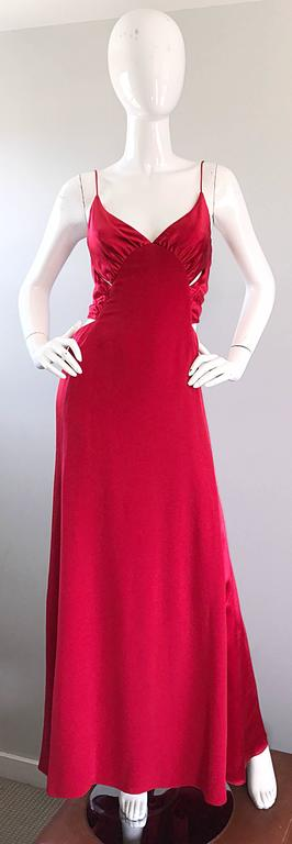 1990s Angel Sanchez Size 6 Vintage Lipstick Red Cut Out Silk Satin Evening Gown In Excellent Condition For Sale In Chicago, IL