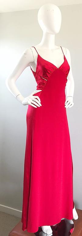 1990s Angel Sanchez Size 6 Vintage Lipstick Red Cut Out Silk Satin Evening Gown For Sale 2