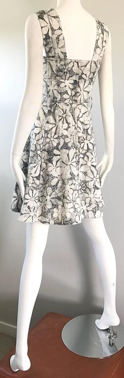 Marc Jacobs New Gray And White Denim Flower Size 0 Fit N