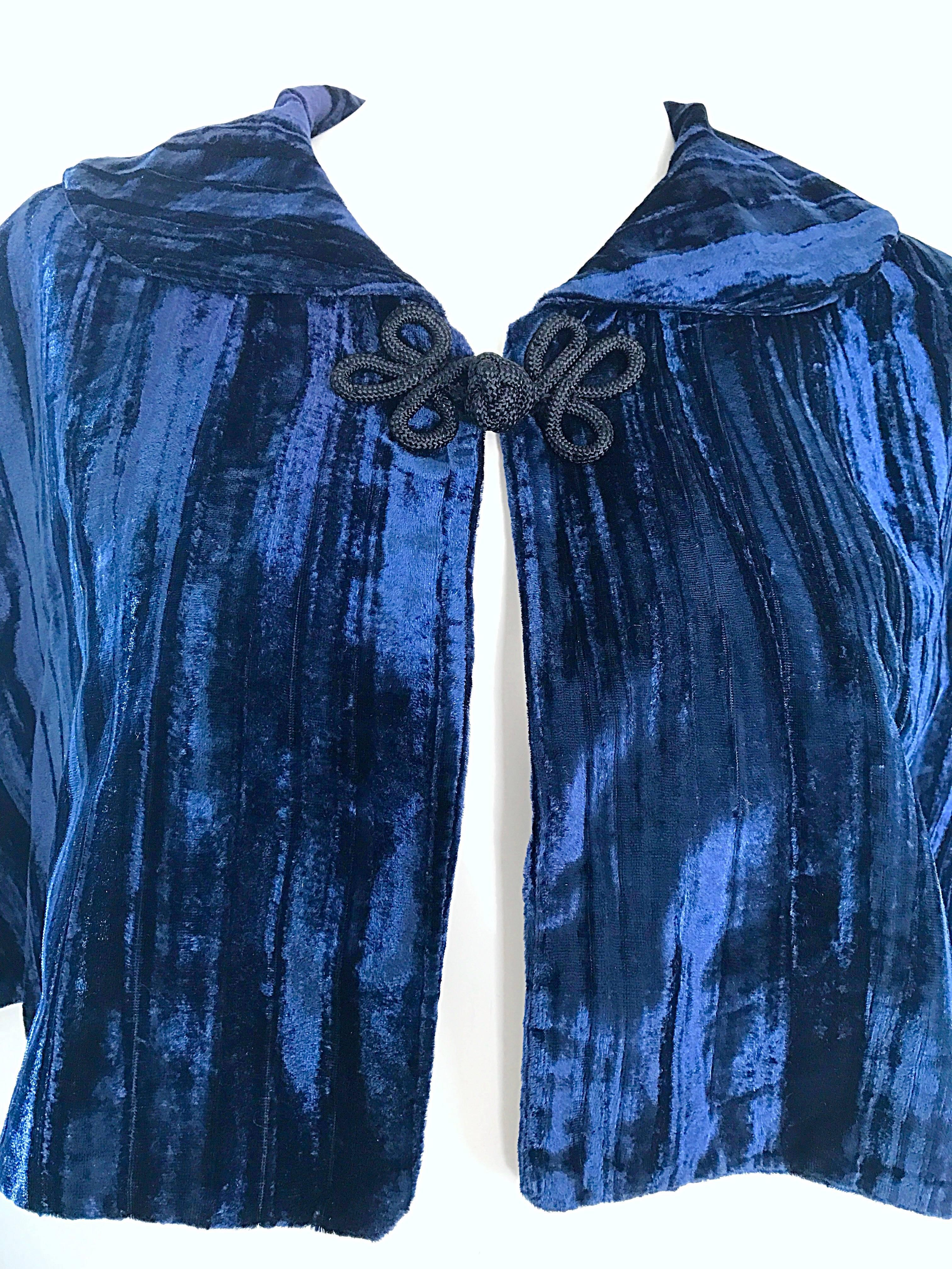 Beautiful 1930s Navy Blue Silk Velvet Vintage 30s Cropped Cape Capelet Bolero For At 1stdibs