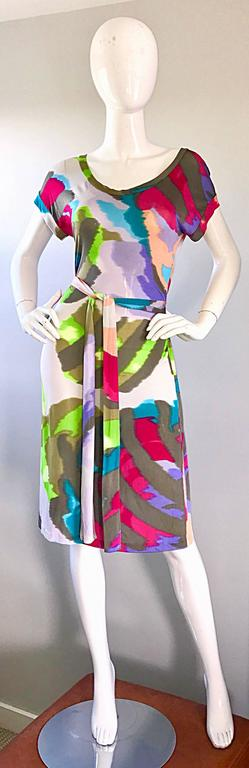 Smashing brand new ETRO tie dye printed silk jersey belted short sleeve dress! Features vibrant colors of pink, purple, green, hunter green, white, fuchsia, and lilac throughout. Intricate pleating detail on the back, and the belt make this beauty
