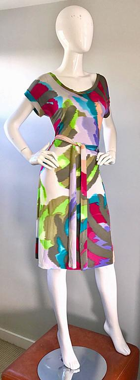 New Etro Silk Jersey Tie Dye Print Belted Short Sleeve Vibrant Colorful Dress  In Excellent Condition For Sale In Chicago, IL