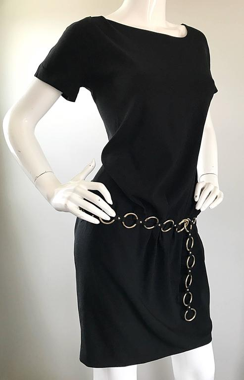 1990s Moschino Cheap & Chic Black Silver Chain Loop Belt Vintage Dress Size 6  In Excellent Condition For Sale In San Francisco, CA
