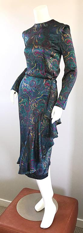 Louis Feraud Pretty Vintage Jewel Tone Size 4 Paisley Silk Long Sleeve Dress  In Excellent Condition For Sale In Chicago, IL