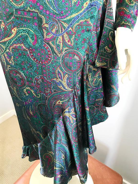 Louis Feraud Pretty Vintage Jewel Tone Size 4 Paisley Silk Long Sleeve Dress  For Sale 2