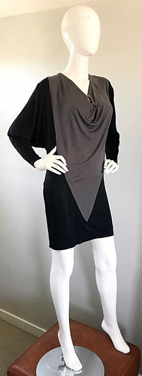 1990s C.D. Greene Black and Gray Colorblock Dolman Sleeve Vintage Jersey Dress For Sale 3