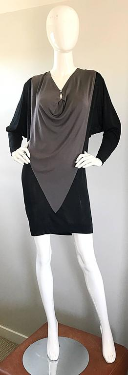 1990s C.D. Greene Black and Gray Colorblock Dolman Sleeve Vintage Jersey Dress For Sale 5