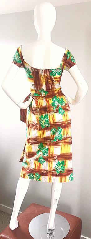 1950s Kamehameha Hawaiian Beautiful Hand Painted Vintage 50s Cotton Wrap Dress For Sale 2