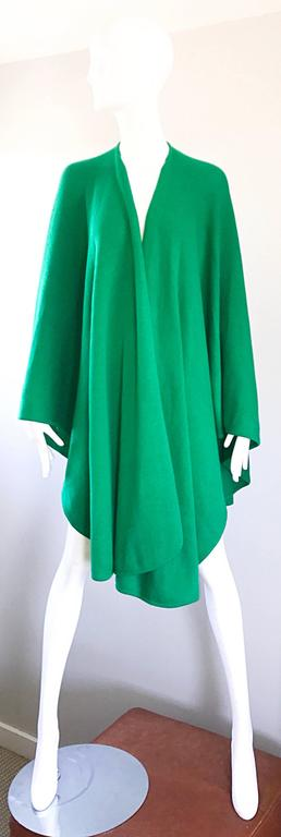 Rare 1970s HALSTON kelly green signature knit cape! Softest cotton knit! Wonderful on, with so much movement. Can be worn with one hem tossed over one shoulder attached with a statement brooch. Simply drapes over the shoulders and arms. Can easily
