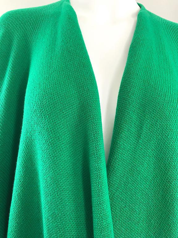 Women's  Halston Kelly Green Fabulous Signature Knit Dramatic Sweater Cape, 1970s For Sale