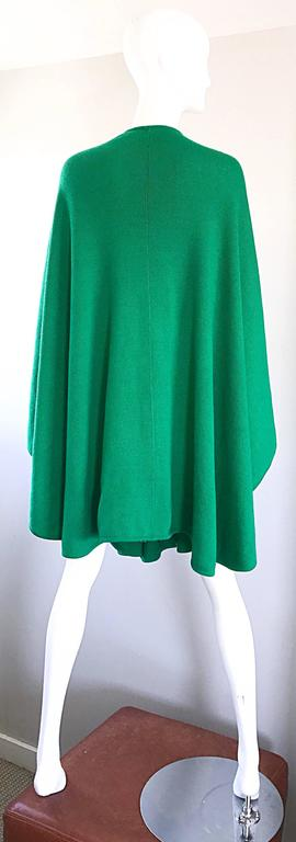 Halston Kelly Green Fabulous Signature Knit Dramatic Sweater Cape, 1970s For Sale 1
