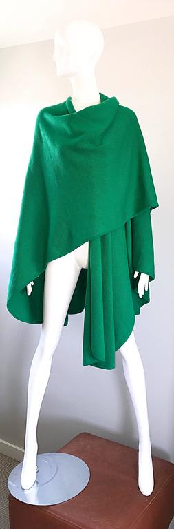 Halston Kelly Green Fabulous Signature Knit Dramatic Sweater Cape, 1970s For Sale 2