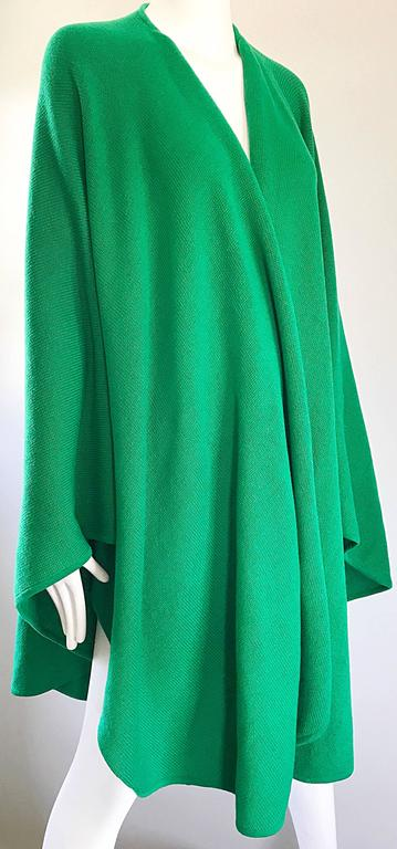 Halston Kelly Green Fabulous Signature Knit Dramatic Sweater Cape, 1970s For Sale 3