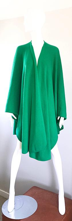Halston Kelly Green Fabulous Signature Knit Dramatic Sweater Cape, 1970s For Sale 5