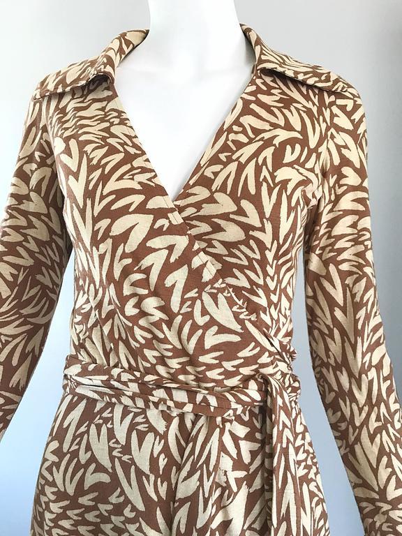 a34c995516 Beige 1970s Diane Von Furstenberg Iconic Heart Print Signature Vintage 70s  Wrap Dress For Sale
