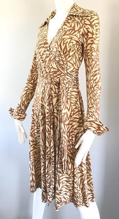 59891bc8b6 1970s Diane Von Furstenberg Iconic Heart Print Signature Vintage 70s Wrap  Dress In Excellent Condition For