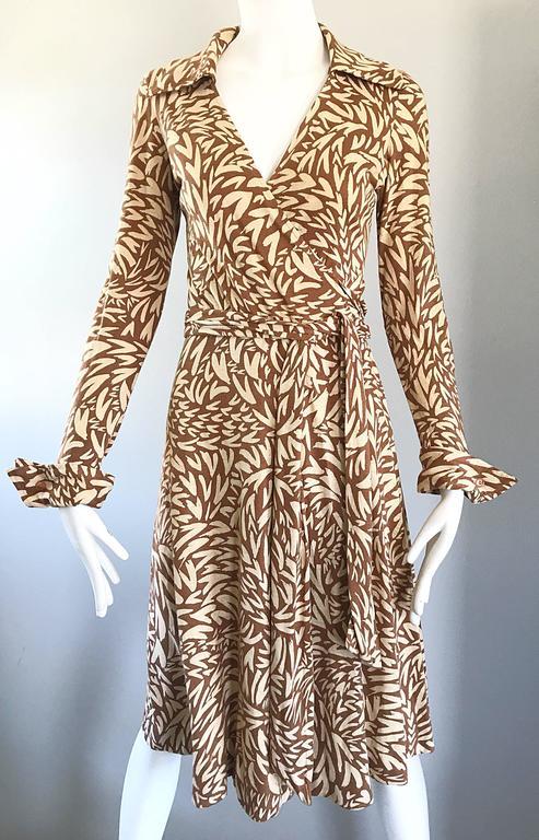 06167072dd 1970s Diane Von Furstenberg Iconic Heart Print Signature Vintage 70s Wrap  Dress For Sale 2