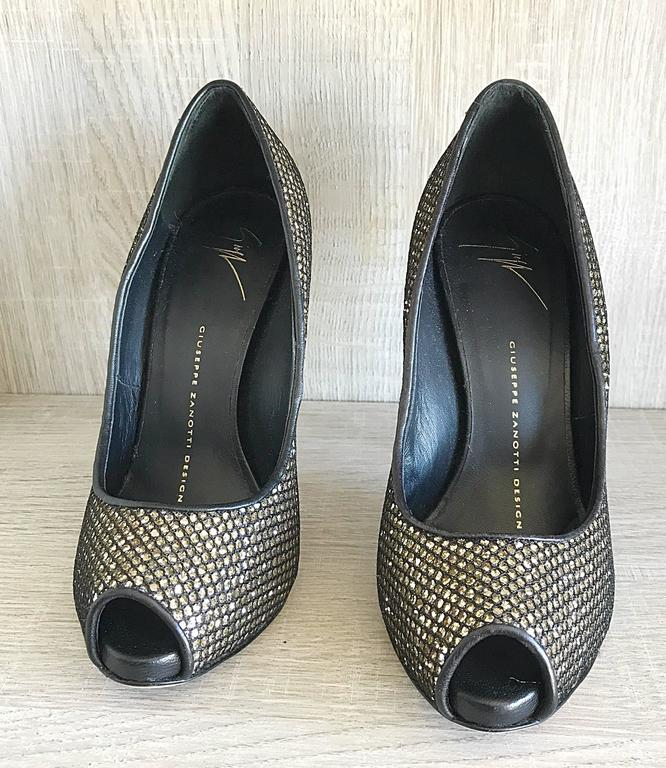 Women's Giuseppe Zanotti Black and Silver Glitter Size 37 / 7 Peep Toe Shoes High Heels  For Sale
