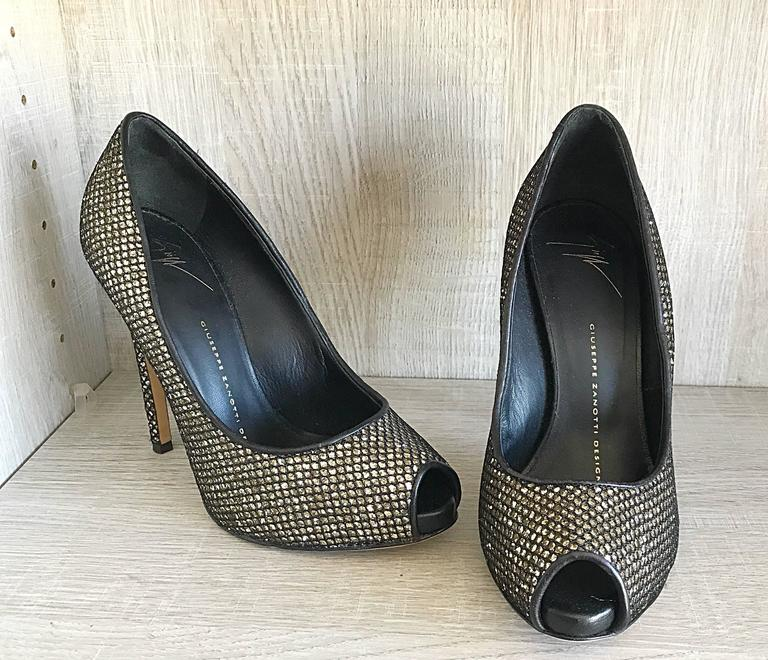 Giuseppe Zanotti Black and Silver Glitter Size 37 / 7 Peep Toe Shoes High Heels  For Sale 2