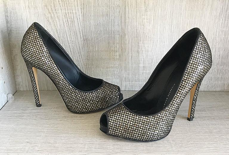 Giuseppe Zanotti Black and Silver Glitter Size 37 / 7 Peep Toe Shoes High Heels  In Excellent Condition For Sale In Chicago, IL