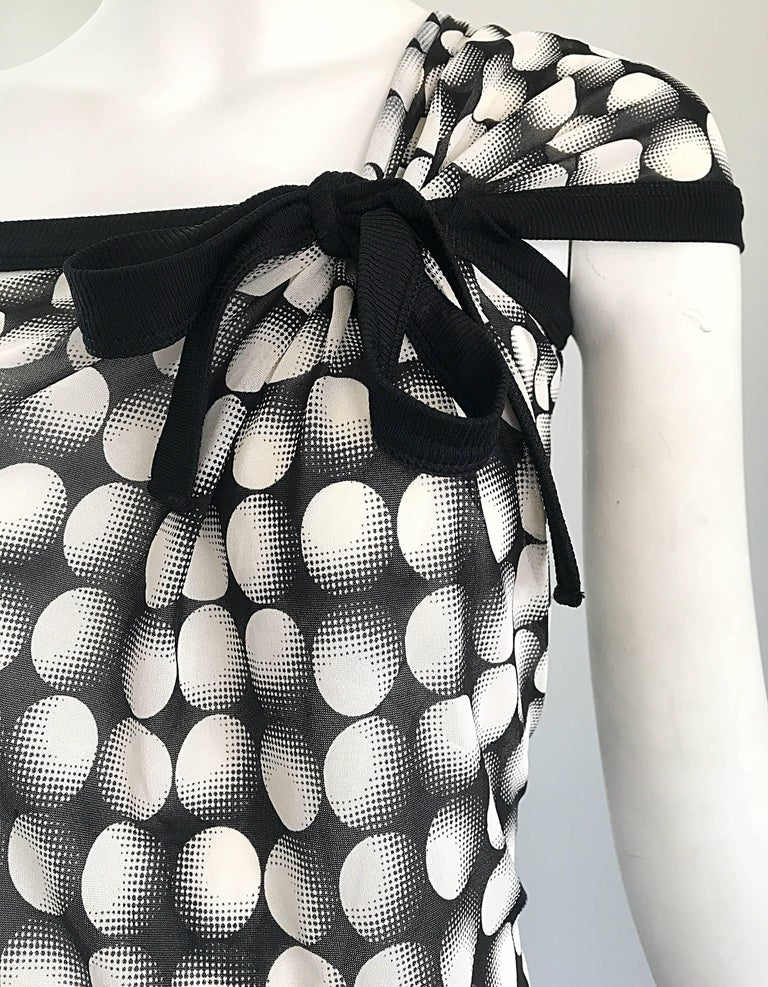 Jean Paul Gaultier New 1990s Black and White Size Large One Shoulder Op Art Top In Excellent Condition For Sale In San Francisco, CA