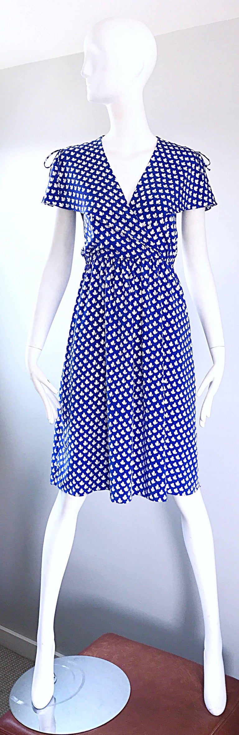 Vintage Pierre Cardin 1970s Blue + White Heart Print Flutter Sleeve 70s Dress In Excellent Condition For Sale In Chicago, IL