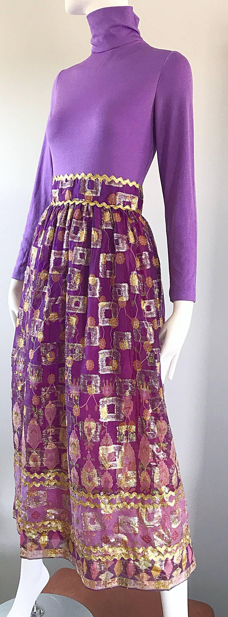 Women's Beautiful 1970s Purple Lavender Ethnic Batik Print High Neck Vintage Midi Dress For Sale