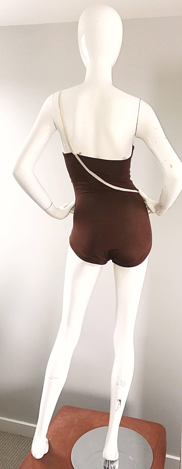 1970s Bill Blass Brown White One Shoulder Vintage One Piece Swimsuit Bodysuit In Excellent Condition For Sale In Chicago, IL