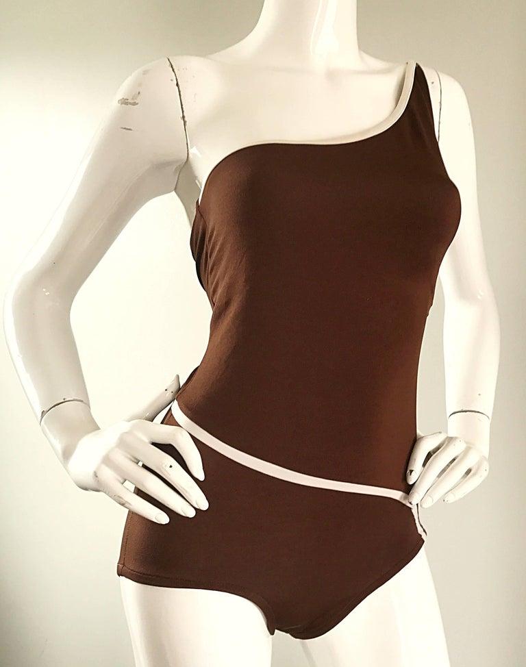 1970s Bill Blass Brown White One Shoulder Vintage One Piece Swimsuit Bodysuit For Sale 3