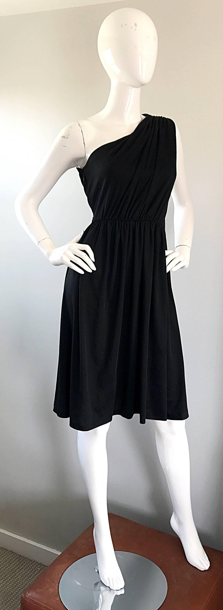 1970s Anthony Muto for Joseph Magnin Black Jersey One Shoulder 70s Grecian Dress In Excellent Condition For Sale In Chicago, IL