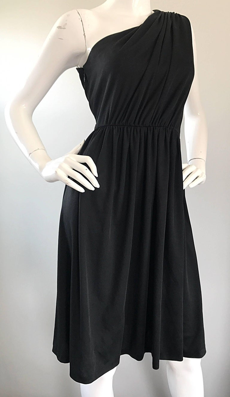 1970s Anthony Muto for Joseph Magnin Black Jersey One Shoulder 70s Grecian Dress For Sale 3