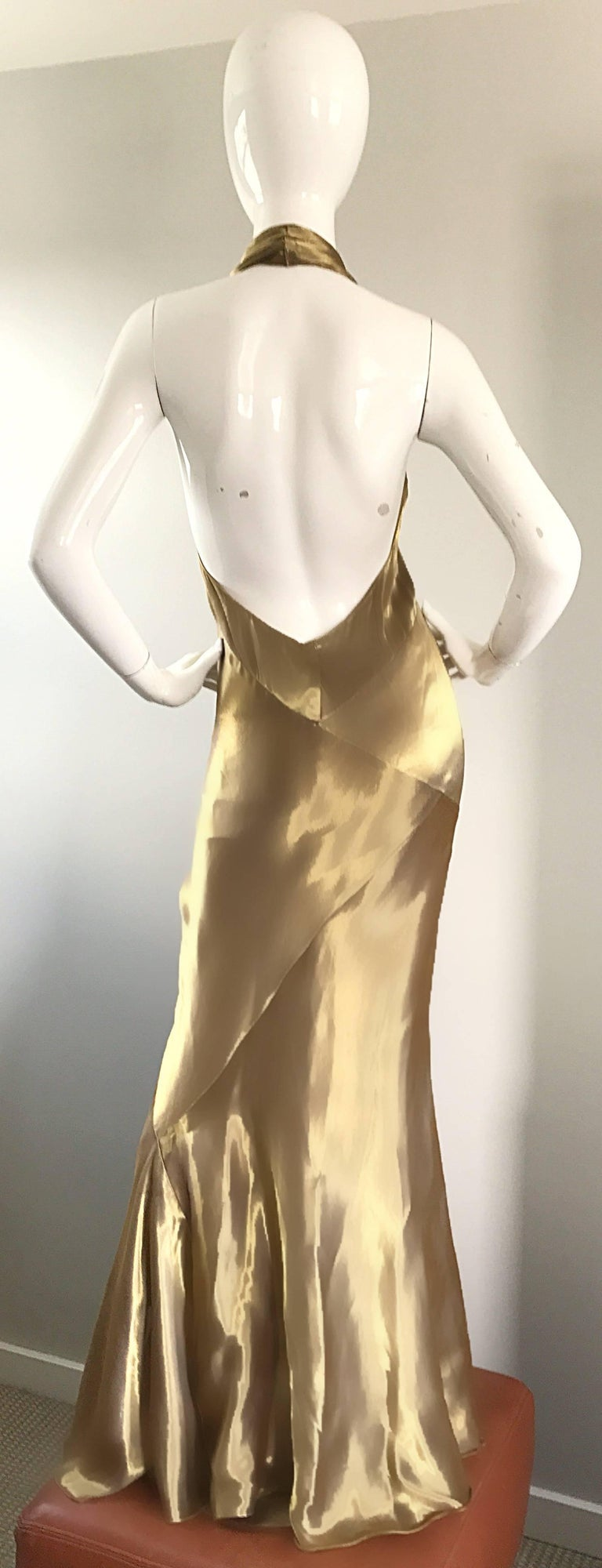 Stunning Vintage Donna Karan 1990s Liquid Gold Silk Plunging 90s Halter Gown In Excellent Condition For Sale In Chicago, IL