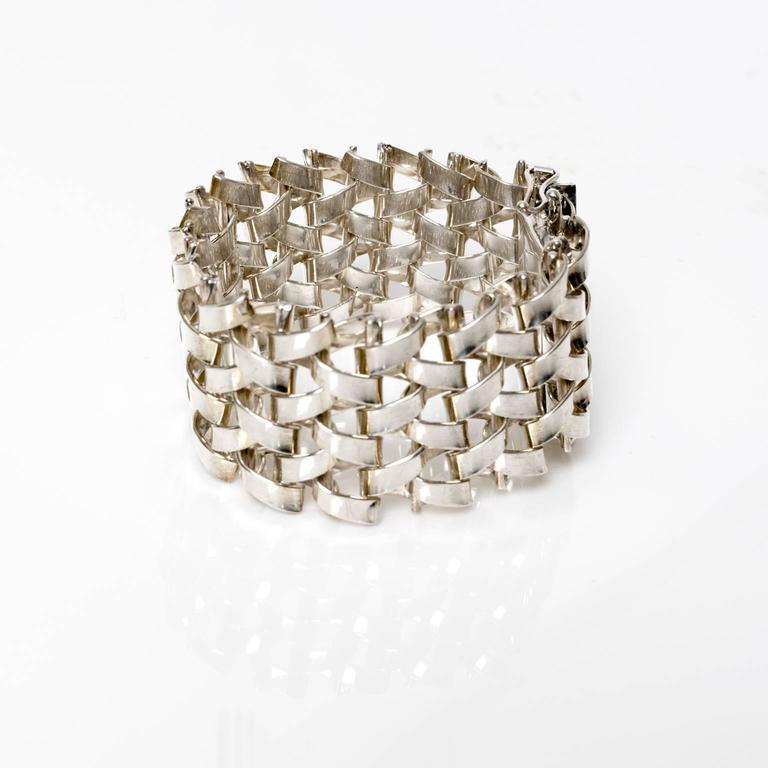 Scandinavian Modern handmade woven link bracelet in silver. Made by JO'ANS AB, Koping, Sweden, 1972.