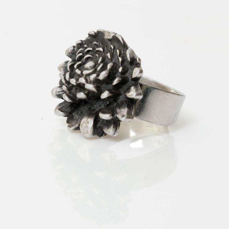 A Finnish silver ring in the form of a flower by Pentti Sarpaneva, for Åbo, 1972. Diameter: 1