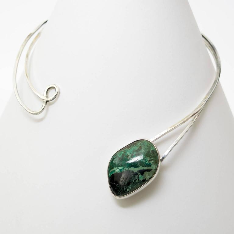 Scandinavian Modern Sterling Silver necklace by Issac Cohen with green stone. In Excellent Condition For Sale In New York, NY