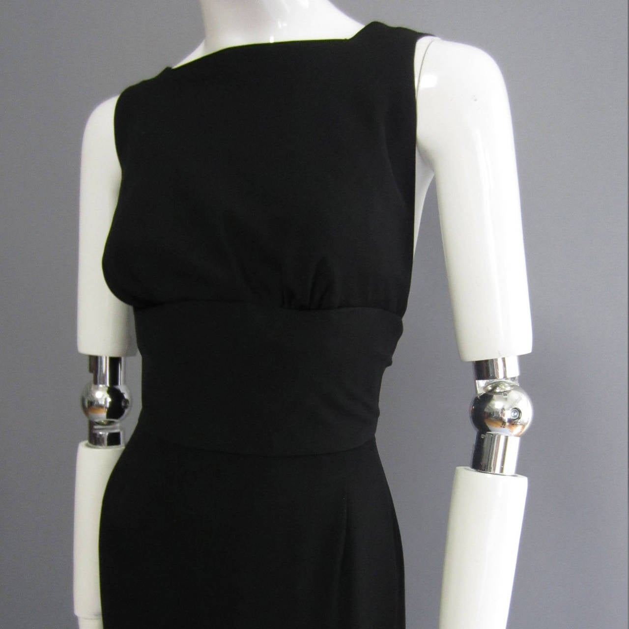 NORMAN NORELL Black Column Evening Gown with Back Tie Detail In Excellent Condition For Sale In New York, NY