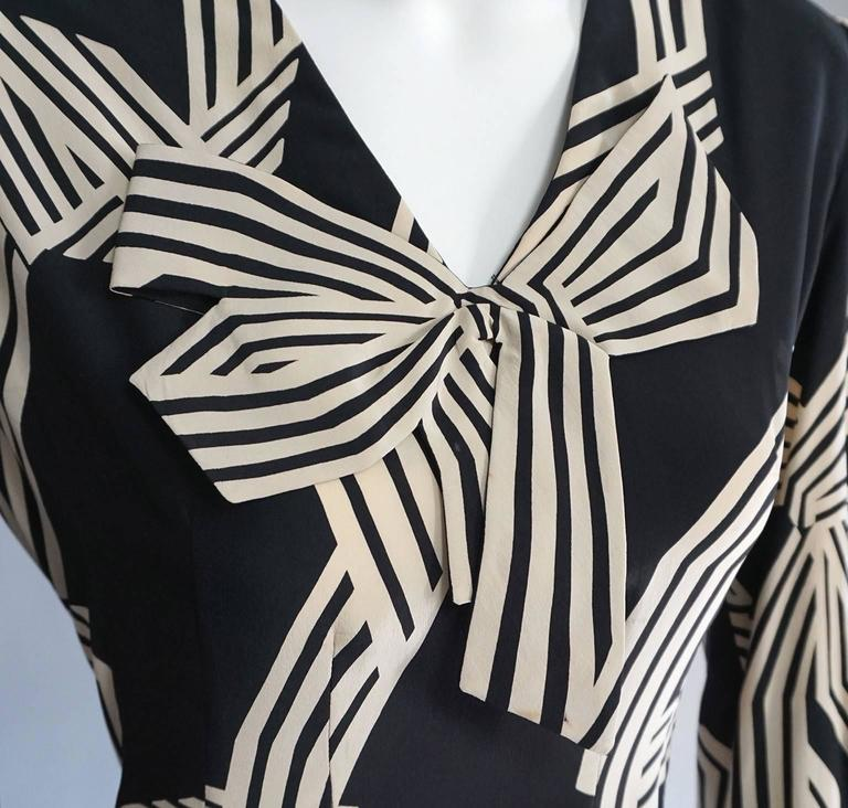 Women's PAULINE TRIGERE Creme & Black Print Cocktail Dress with Bow Detail For Sale
