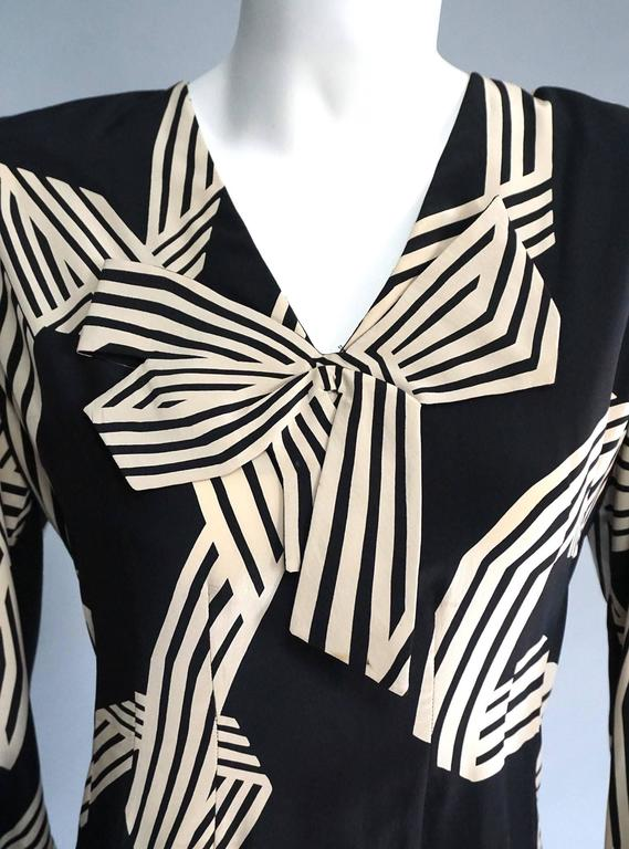 PAULINE TRIGERE Creme & Black Print Cocktail Dress with Bow Detail In Excellent Condition For Sale In New York, NY