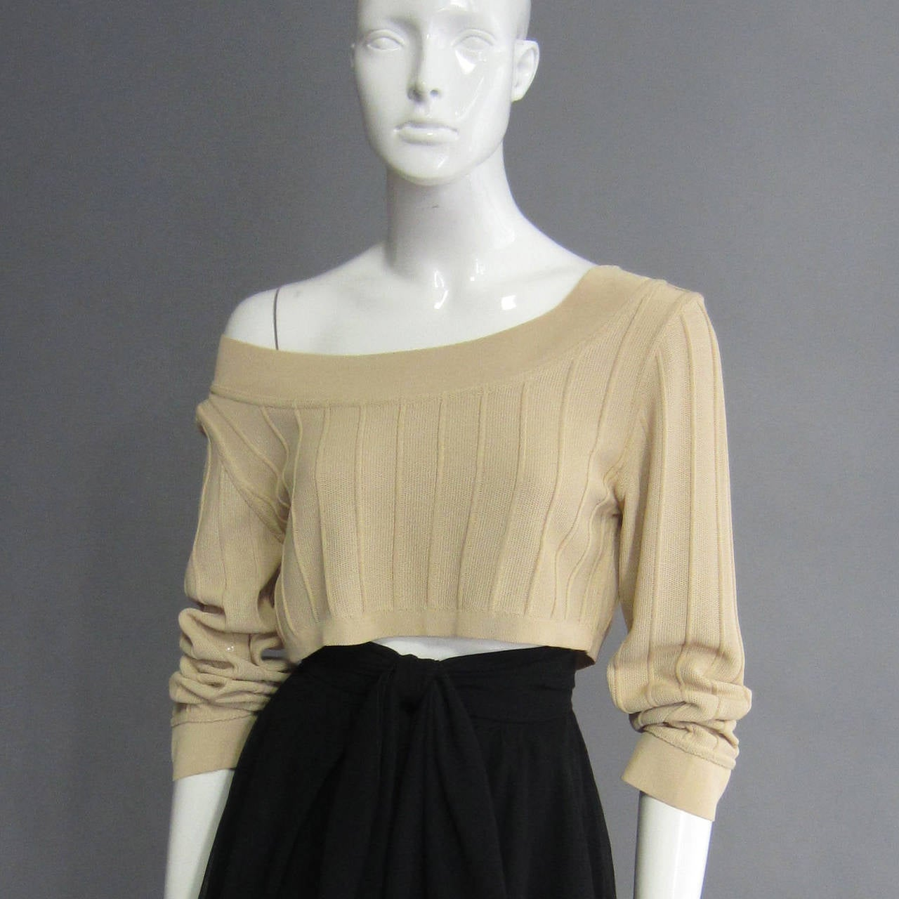 ALAIA Crop Top with Seam Detailing In Excellent Condition For Sale In New York, NY