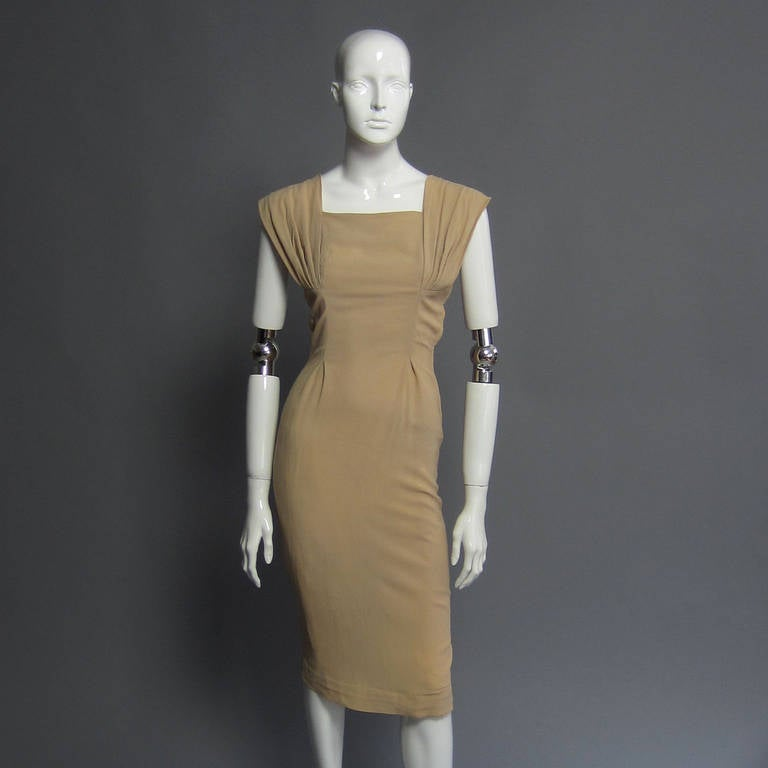 1940s Silk Crepe Cocktail Dress In Good Condition For Sale In New York, NY