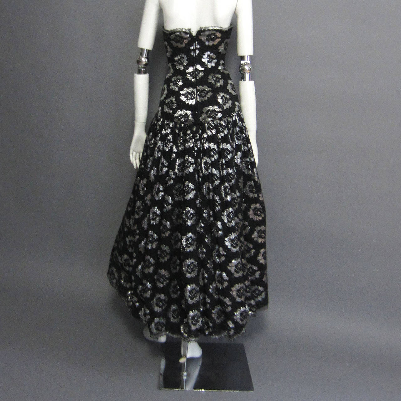 1980s LILLIE RUBIN Silver Lame Floral Lace Dress In Excellent Condition For Sale In New York, NY
