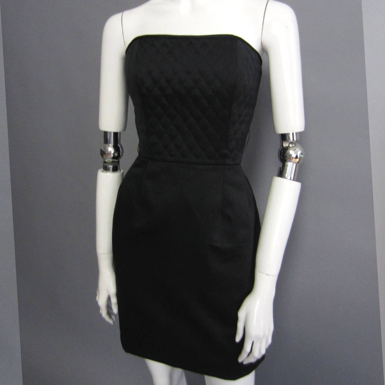 1980s VICTOR COSTA Quilted Little Black Dress In Excellent Condition For Sale In New York, NY