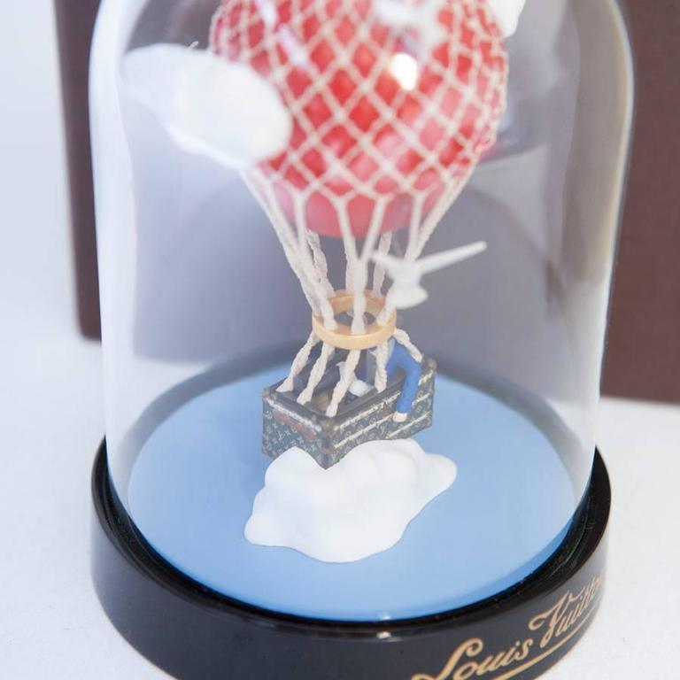 LOUIS VUITTON Hot Air Balloon Snow Globe VIP In New Never_worn Condition For Sale In Paris, FR