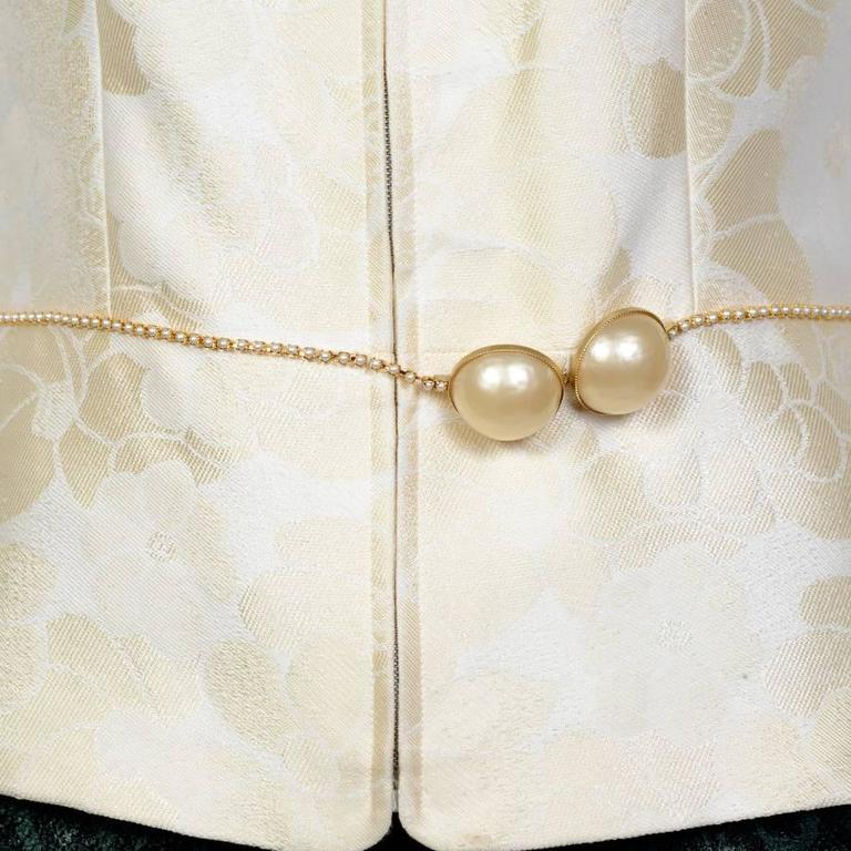 Chanel Spring 2001 Cotton Sleeveless Jacket with a Beaded Pearl Belt 42FR For Sale 1