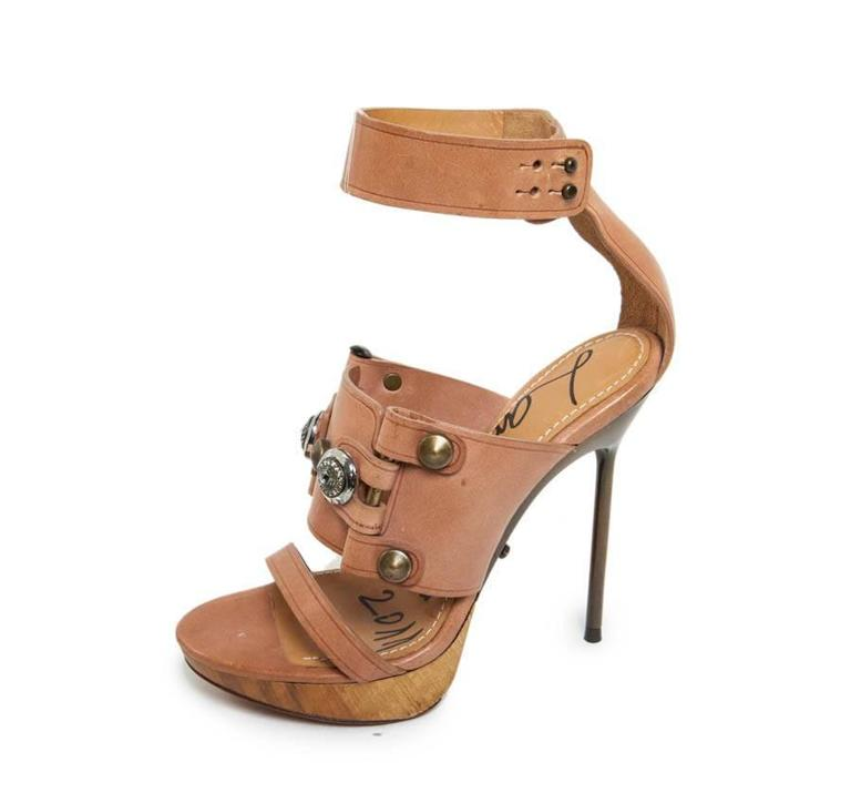 Exceptional vertiginous sandals LANVIN in natural leather and metal inserts on the top, embellished with 2 cabochons of Swarovski crystal.  Snaps closure around the ankle. The heels are made of copper metal.  Collection Summer 2011  They are in