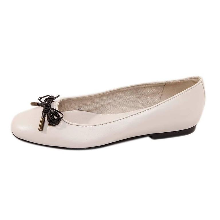 Chanel white lamb leather ballet flats. Black leather bow with golden copper tips. Size 37.  Condition : new Insole length: 24,5 cm Will be delivered in a box of another brand and a dustbag