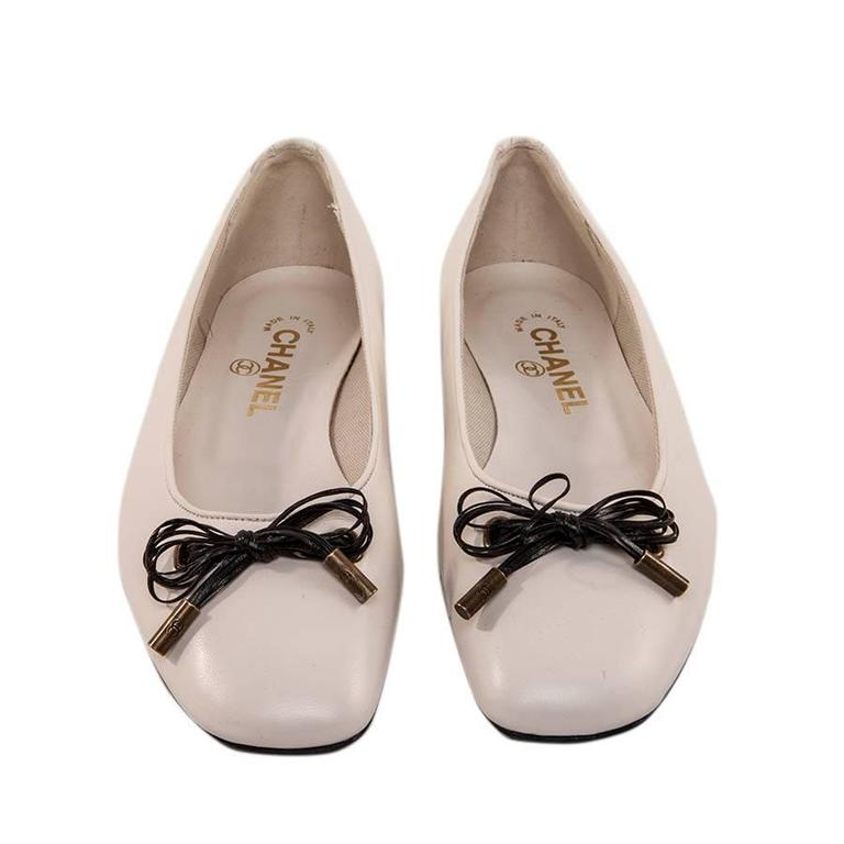 Women's Chanel White Lamb Leather Ballet Flats Size 37 For Sale